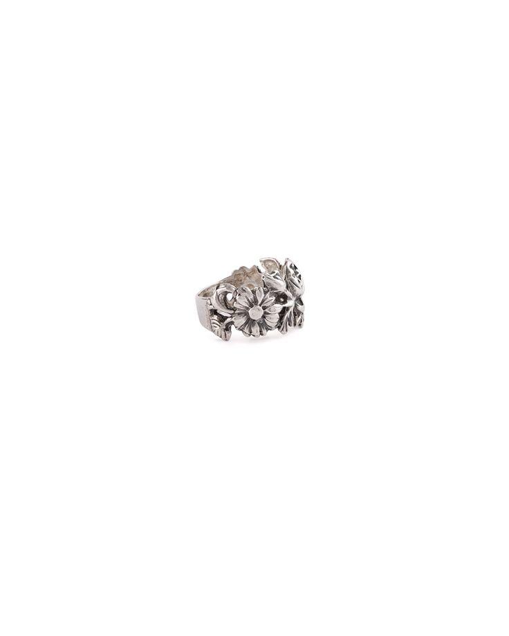 Inel vintage confectionat din argint Marcaj: 925 Greutate: 4.73g Diametru interior veriga: 16.8mm Produsul se prezinta in stare buna