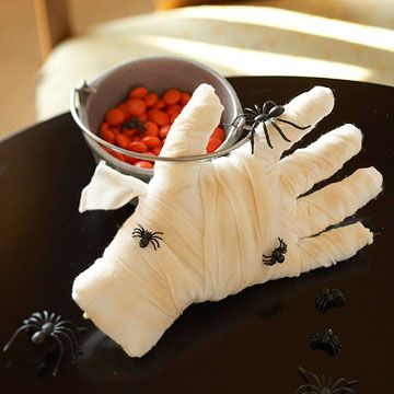 DIY - Creepy Mummy Hand~ Fill a white disposable glove with cotton balls. Then wrap with gauze. Add creepy, crawly plastic bugs and a little tan eye shadow or bronzer to give it that fresh from the ground look~Cotton Ball, Halloween Decorations, Halloween Parties, Bugs, Eye Shadows, Mummy Hands, Gloves, Halloween Decor Ideas, Halloween Ideas