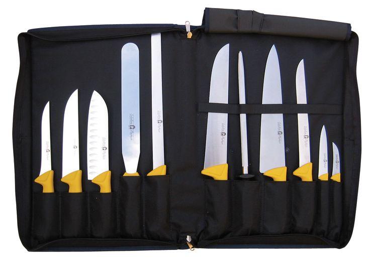 Βαλίτσα Μαχαιριών Paolucci Coltellerie με Σετ 11 Μαχαίριων. Μια καταπληκτική συλλογή από τα κορυφαία μαχαίρια της εταιρείας Paolucci. Η άριστη ποιότητα και η φινέτσα, κλέβουν την παράσταση. Οι βαλίτσες χρησιμεύουν ως η τέλεια επιλογή για ασφαλή αποθήκευση και μεταφορά των μαχαιριών σας. Σε προσιτή