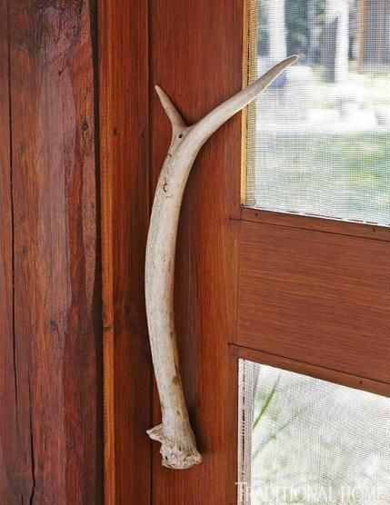 Neat for a screen door. Too bad there would always be a dog chewing on the screen door handle! :)