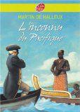 Le capitaine James Cook fut l'un des plus grands marins du XVIIIe siècle. Lors de ses trois voyages autour du monde, il découvrit de nouvelles terres, pour la plupart des îles de l'océan Pacifique. Ce récit retrace librement sa dernière expédition dans le Pacifique entre 1776 et 1779, année où il trouva la mort.