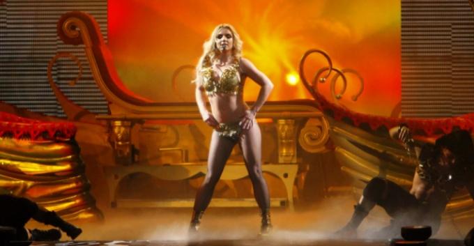 """Descarga el remix de """"Gimme More"""" para el Femme Fatale Tour de Britney Spears"""