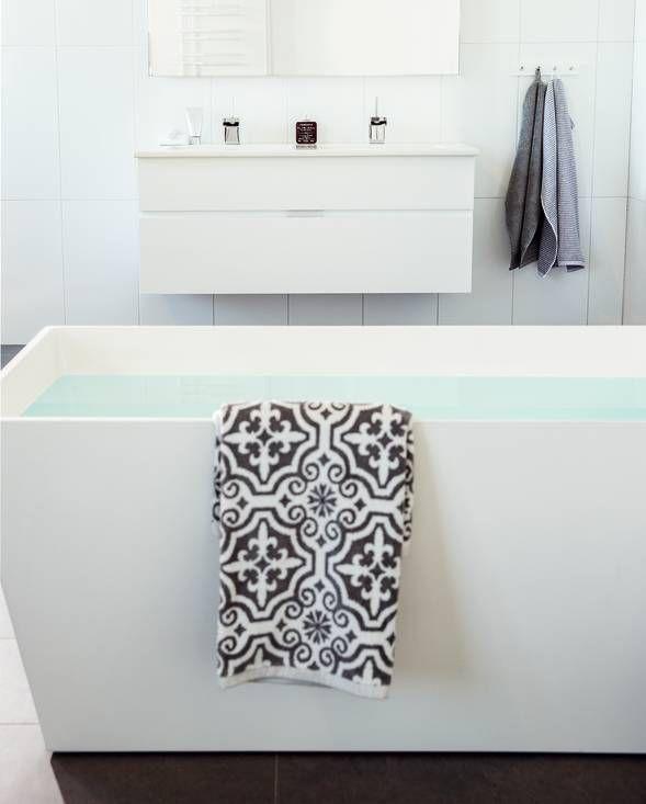 Forma. Vanity unit and mirror.