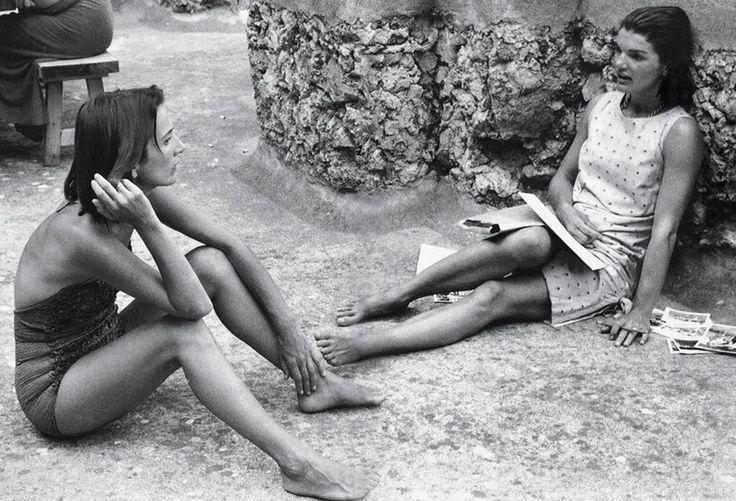 Jackie kennedy onassis and sister Lee