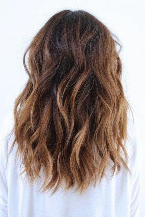 cheveux chatain clair mi long tombant librement sur le dos - Coloration Brun Clair