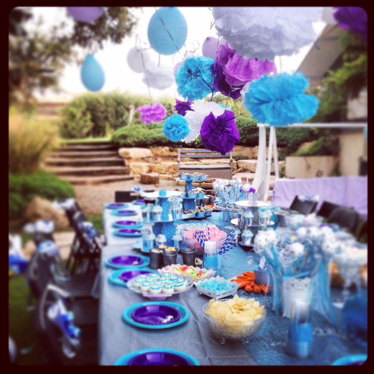 Frozen party table purple blue pompon
