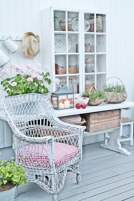 Shabby chic patio Dream house Pinterest Gardens