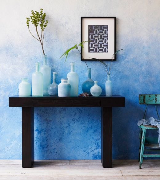 The alternative to ombre wallpaper is to paint your wall using an ombre effect. How fantastic does this look?! Imagine having this serene blue wall in the entrance to your home?
