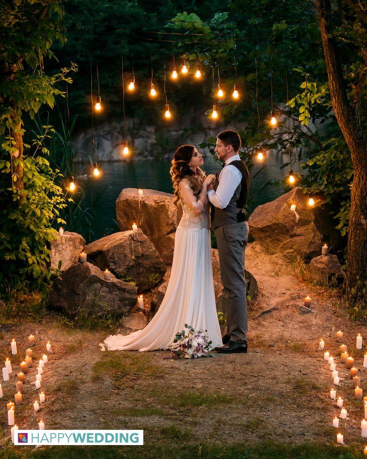 Illumina ad arte il tuo matrimonio. Vai su Happy Wedding per scegliere l'azienda adatta all'allestimento luci.