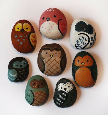 Owls painted on rocks, they're so sweet! Good rainy day project.
