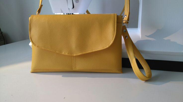sac à main/pochette simili cuir jaune avec anse amovible