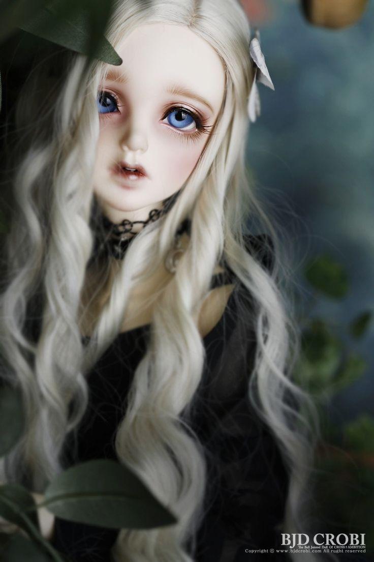 Miel of Crobi Doll at Dolk Station