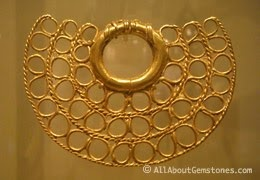 Artefacto para la nariz en oro  Museo del Oro  Peru: Gold Nose Ring, Gold Pendant, Inca Treasures, Yet Gold, Gold Treasures, Ancient Treasures, Ancient Yet, Nose Ring Pendant