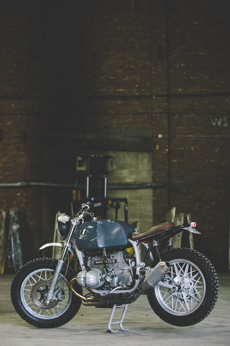 Many custom motorcycle builders didn't start out as such. Tim Harney's one of them: in his past life, he worked as an industrial designer for architecture, furniture and lighting design firms. Tim's since focussed his keen sense of aesthetics onto customizing bikes. This 1976 BMW R75/6 is his latest work—and we're smitten with its functional yet charming vibe.