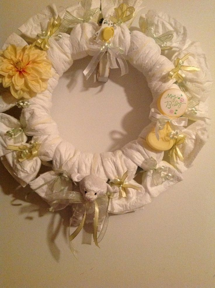 Baby gift wreath : How to make a diaper wreath for baby shower and gift