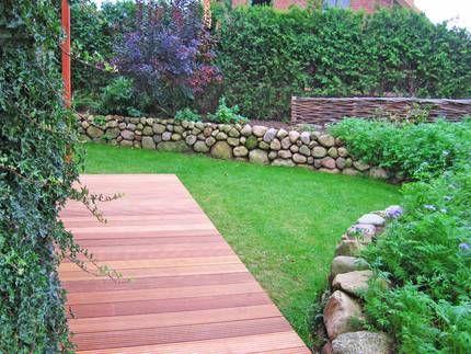 Marvelous Gartenwege und Terasse aus Bankirai Holz mit r tlicher Farbe Einfache und robuste Konstruktion die den Garten aufwertet