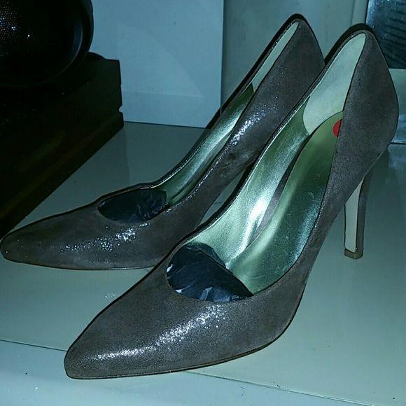 Nine West high heel shoe Brown shimmer -size 10 -Nine West - Enjoy this shoe with a nice after 5 dress or stiletto skinny jean. Nine West Shoes