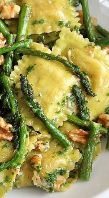 Ravioli with sauteed asparagus and walnuts. It's very simple to veganize it: you just need to replace butter with soy butter