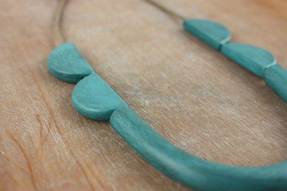 Minimalistische geometrische ketting in turquoise eenvoudig