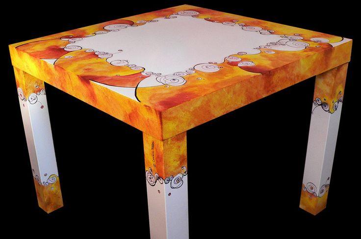 Bellissimo tavolino completamente dipinto a mano con pitture acriliche all'acqua. è un'oggetto unico. Con doppia verniciatura finale protettiva è idrorepellente e altamente resistente all'uso quotidiano.   http://it.dawanda.com/product/90865791-tavolino-disegnato-e-dipinto-a-mano