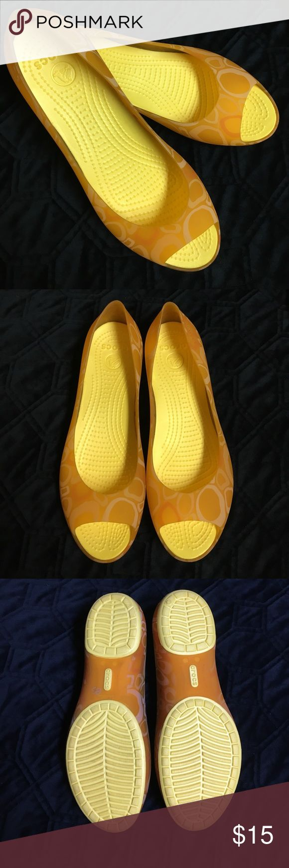 Crocs peep toe shoes Here's a great pair of crocs peep toe shoes. These bright and fun and are in very good condition. CROCS Shoes