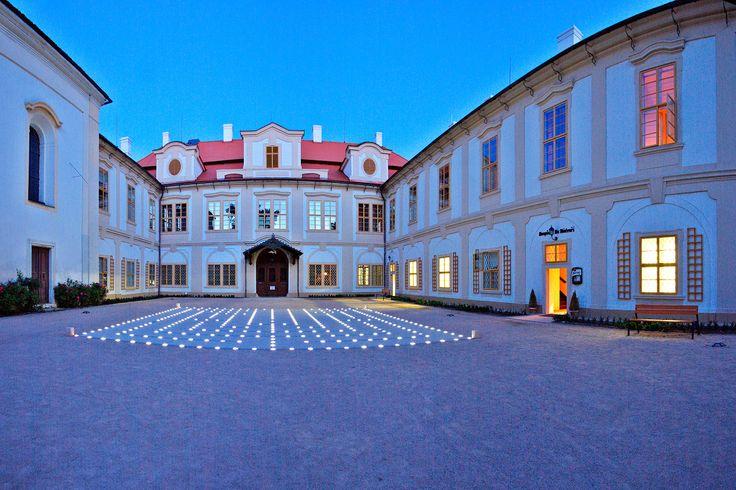 Zámecký hotel Maxmilián Loučeň - Loučeň  www.zamekloucen.cz Hotel 3* Superior