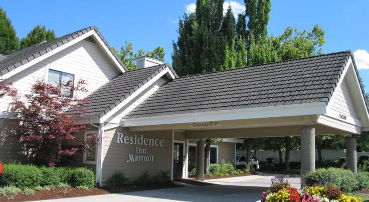 Residence Inn by Marriott Portland South-Lake Oswego Lake Oswego Just off Interstate 5, within a short drive of downtown Portland, this all-suite hotel in Lake Oswego features a fully equipped kitchen and separate living area in each guest suite.