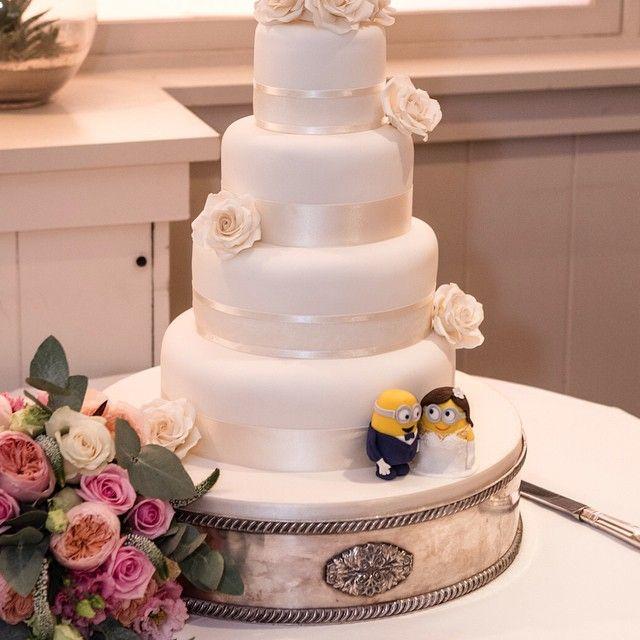 Great photo of my minion wedding cake courtesy of www.leighpics.co.uk #weddingcake #minions #minionwedding