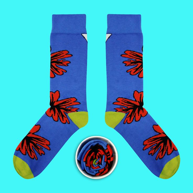 Model: Niebieskie skarpety z czerwonym kwiatem Seria: The Beast from the East [|] #cupofsox #skarpetki #skarpetka #socks #sock #womensocks #mensocks #koloroweskarpetki [|]