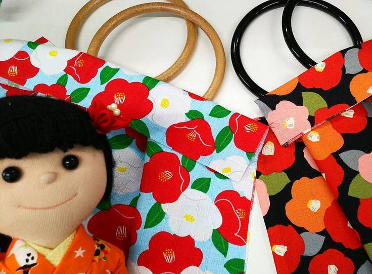 いいね!47件、コメント1件 ― 東亜和裁さん(@toawasai)のInstagramアカウント: 「10月14日と28日は『秋の体験会』です❗ グラニーバッグを作ります❗ 今日は華ちゃんがおすすめします🎶『ツバキの柄』。これからツバキのお花が咲く季節🎵冬にピッタリなバッグが仕上がりそうですね…」