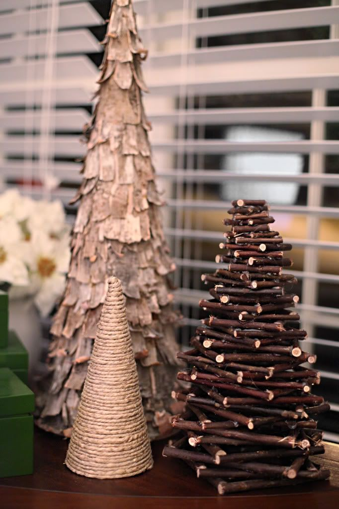DIY rustic Christmas tree. Really like these. A set like this would make a great gift for my mom
