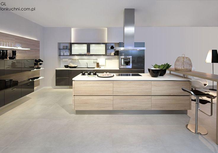 Studio Esse WYSPA W KUCHNI Przestronna i nowoczesna kuchnia - połączenie pastelowych kolorów z brązowymi dodatkami.