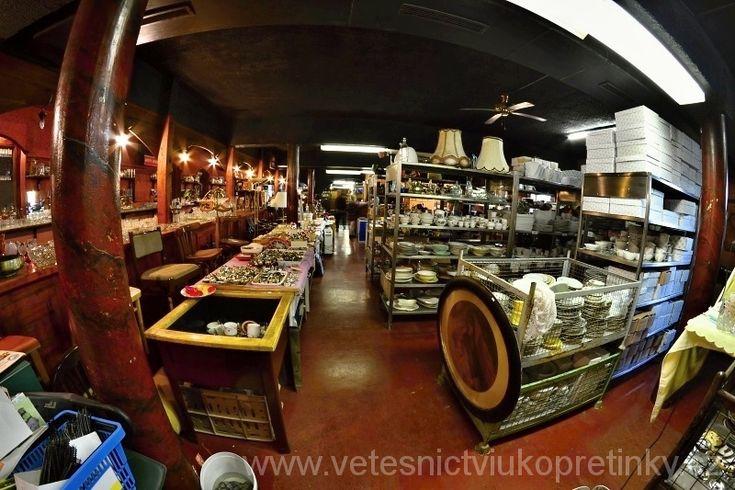 Prodejna Vetešnictví U Kopretinky. Junk Shop. #vetesnictví #bazar #retro #junkshop #Vintage