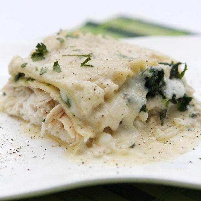 White Chicken Lasagna: White Chickenlasagna, White Lasagna, Chicken Lasagne, Maine Dishes, Creamy White, White Chicken Lasagna, Lasagna Recipes, Food Drink, Chicken Lasagna Yum