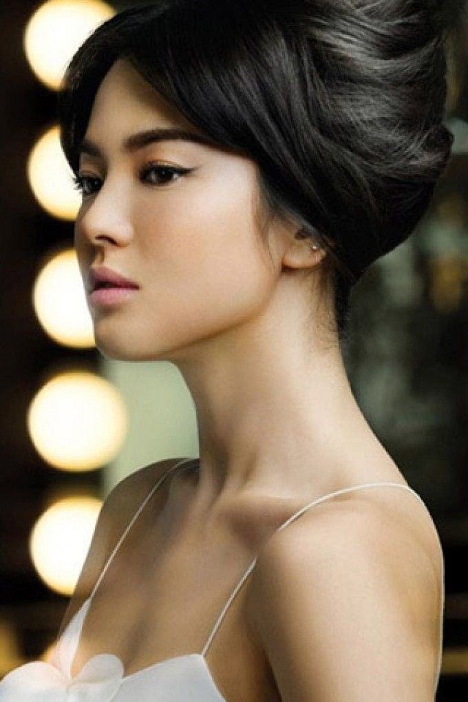 Song Hye-Kyo. She is probably the most gorgeous korean woman I've ever seen. I've got a total girl crush on her!