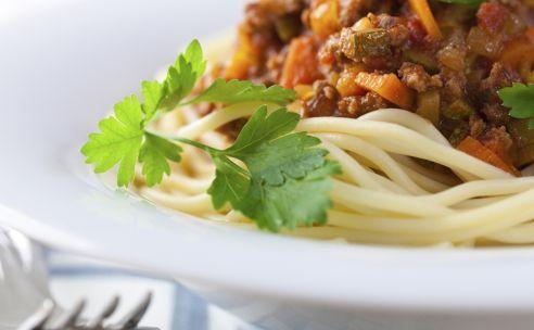 Spaghetti alla napolitana | GezondheidsNet http://www.gezondheidsnet.nl/wat-eten-we-vandaag/spaghetti-alla-napolitana