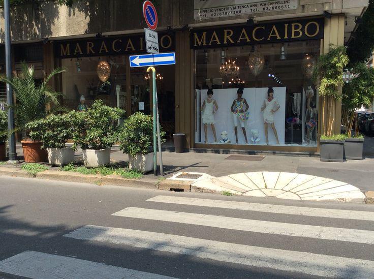 Via Carlo Tenca: shop view