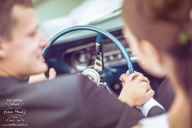 Každé focení se snažím doplnit i detaily... Když máte na svatbě Ford Mustang, jako na svatbě Terky a Martina, je třeba focení prstýnků vcelku hračka... #svatba #wedding #svatebnifoto #weddingphoto #svatebnifotograf #weddingphotographer #czechwedding #czech #czechphotographer #czechweddingphotographer #nevesta #zenich #jh #jhradec #jindrichuvhradec #ford #mustang #fordmustang #svatbavhradci #cabrio #canriolet #auto #nevestavmustangu #kdyzjepracezabava #mamsvojipracirad #fotiltomilan  Více…