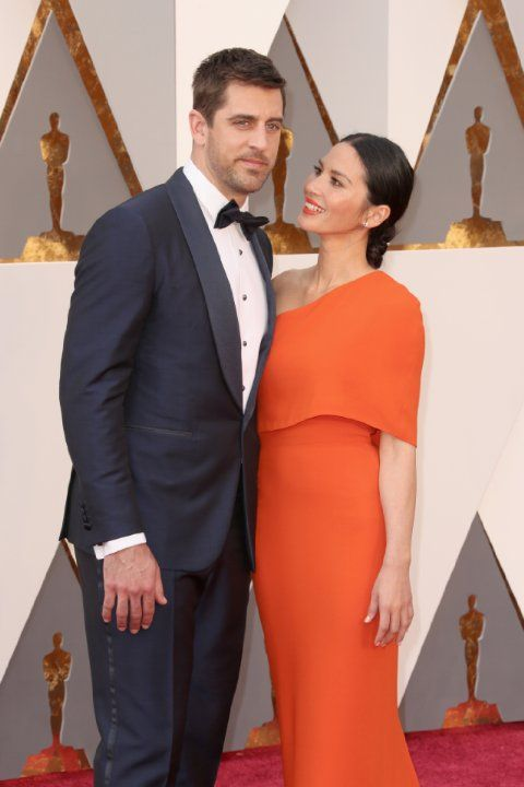 Olivia Munn and Aaron Rodgers at event of The Oscars (2016)