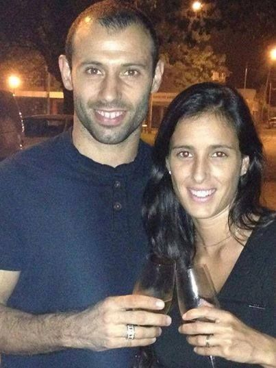 Meet the lovely Fernanda Mascherano, she is the l0vely wife of the Argentinean player Javier Mascherano who is currently a defensive midfielder with FC Barcelona. Ready to learn more about this Fab Soccer Wag? #soccerwag #argentinasoccerwag #javiermascherano #barcelonawags #fernandamascherano @fabwags