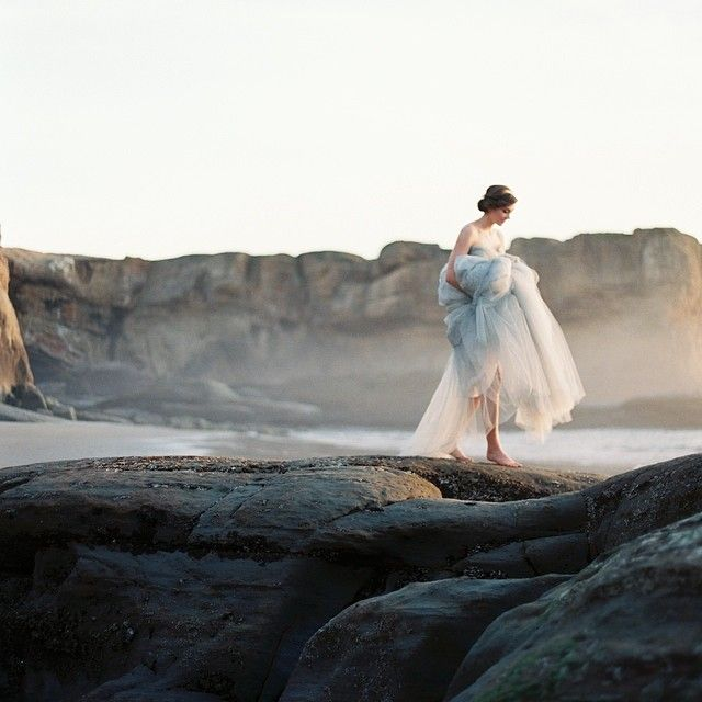 Runaway bride | Visual writing prompt and photography inspiration for female character inspiration | Lady in white escaping by the sea | Book writing ideas, fantasy and romance book prompts