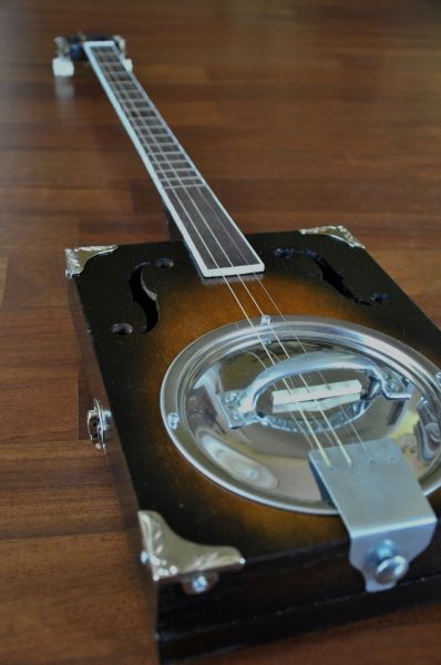 """The Blues Kitchen"" - Cigar Box Nation Pot lid resonator"