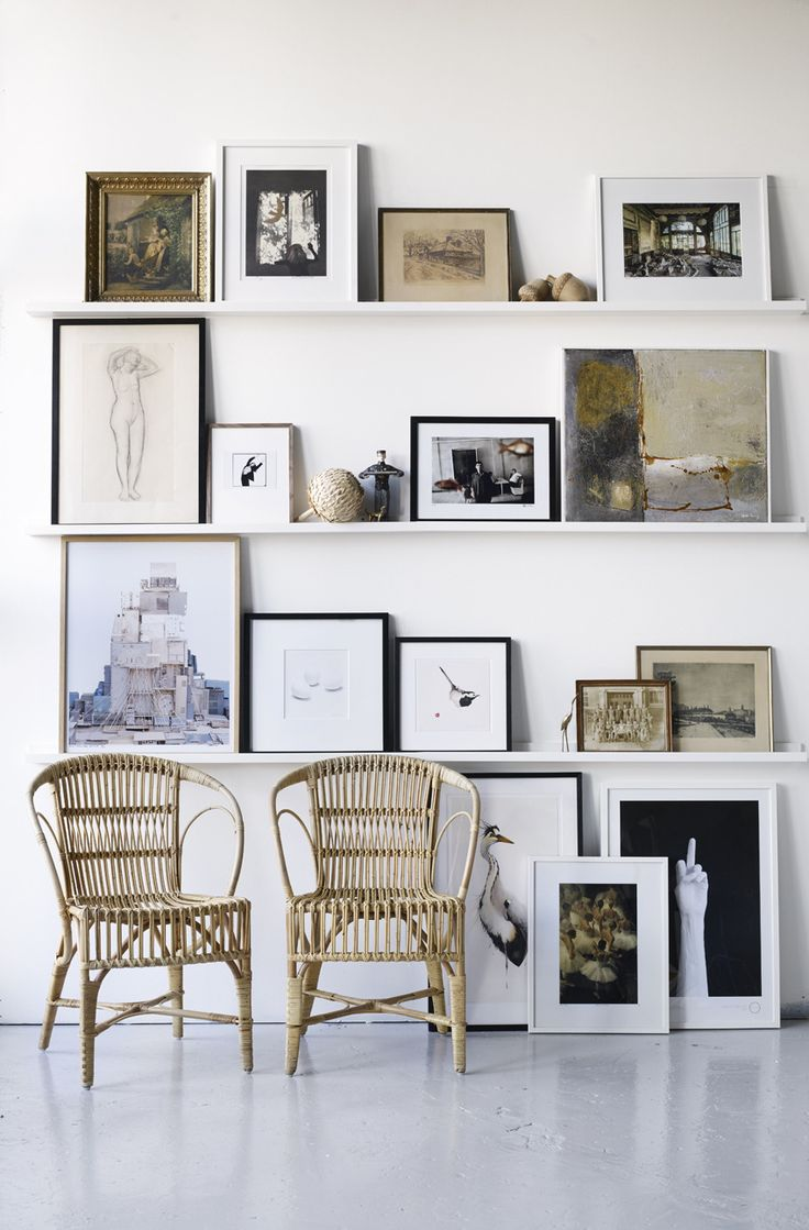 Wall galleey in neutral tones