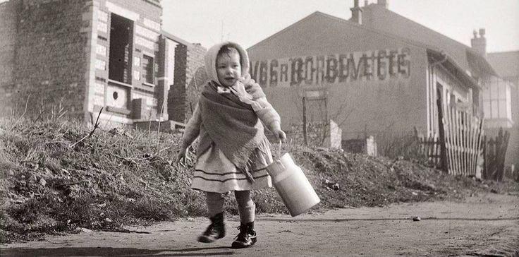 """""""Le pot de lait"""" ~ Robert Doisneau ~ 1946"""