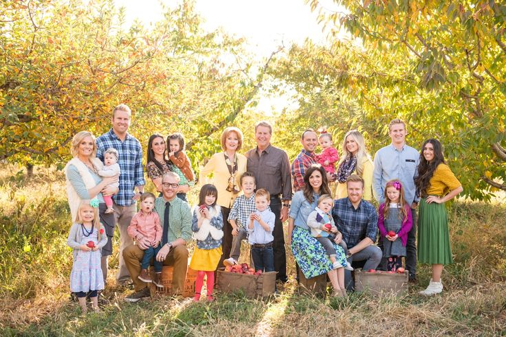 flawless extended family shoot: perfect location, clothing/textures, and props