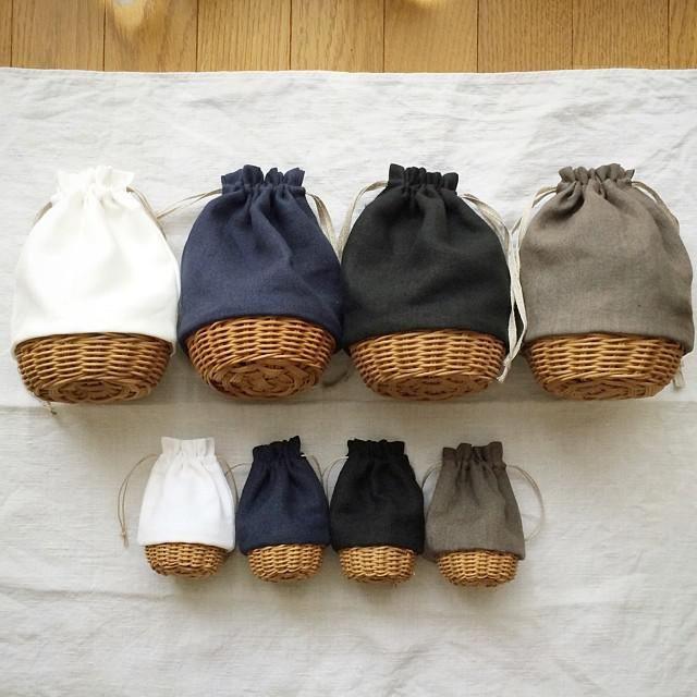 夏は浴衣を着たくなる季節。持ち物をいれる巾着型のバッグは、浴衣や着物のコーディネートに欠かせない和装小物です。浴衣は用意したけれど、和風なバッグがない!なんて方におすすめ。100均に売ってるカゴをプチプラDIYして、可愛い巾着かごバッグが作れるんです!柄や素材でモダン・レトロ、両方の雰囲気を楽しめ、荷物もたくさん入って便利。普段着にも合わせられる巾着カゴバッグの作り方をご紹介します♪ | ページ1