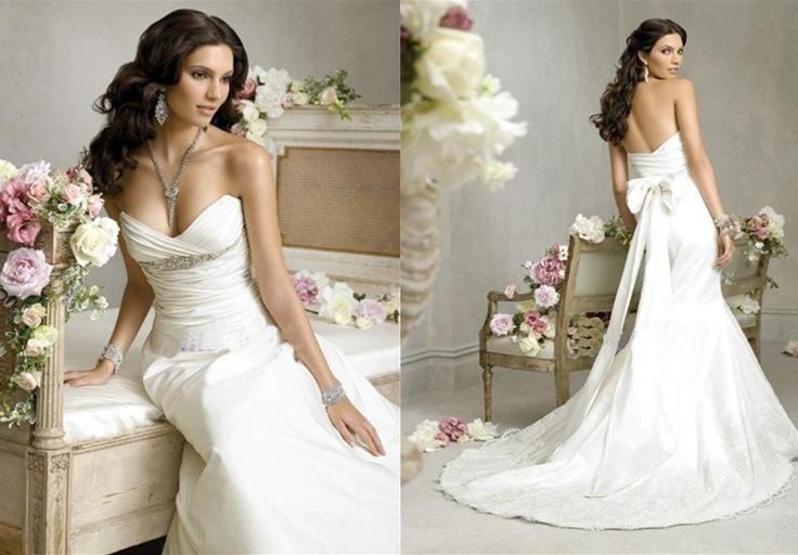 My dream dress. So beautiful and elegant