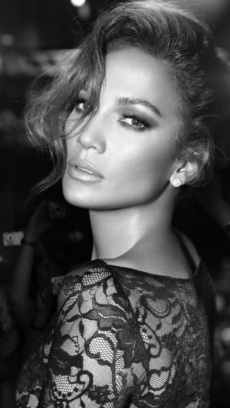 Jennifer Lopez is a beauty Mother with pride of who she become and of course her roots. This Mami age's like wine