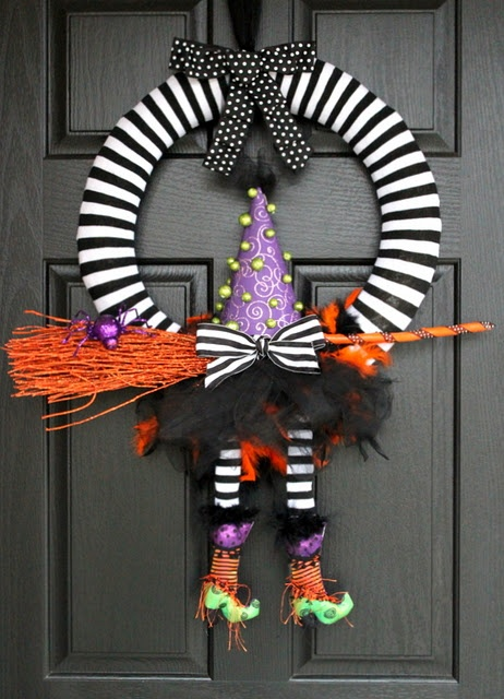 Witchy Wreath: Halloween Decor, Witchi Wreaths, Halloween Witch, Witch Wreaths, Front Doors, Fall Halloween, Halloween Wreaths, Halloween Ideas, By Halloween