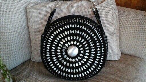 round Pop top purse